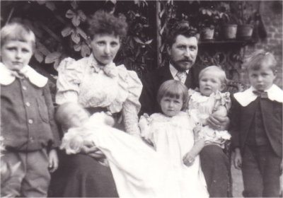 J W Lovegrove and Family 1890